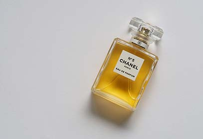 banner home chanel n5